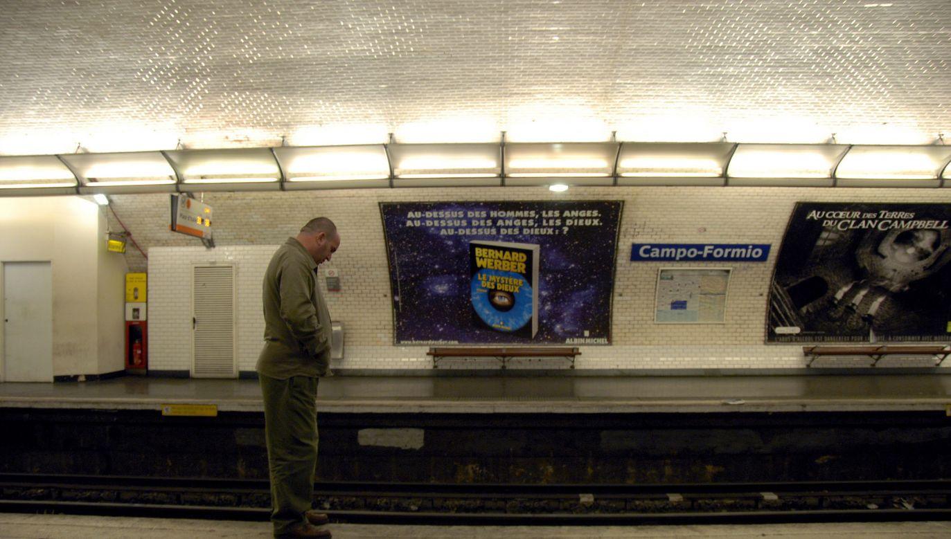 Niebezpieczne zdarzenie miało miejsce na jednej ze stacji metra w stolicy Francji (fot. PAP/EPA/HORACIO VILLALOBOS)