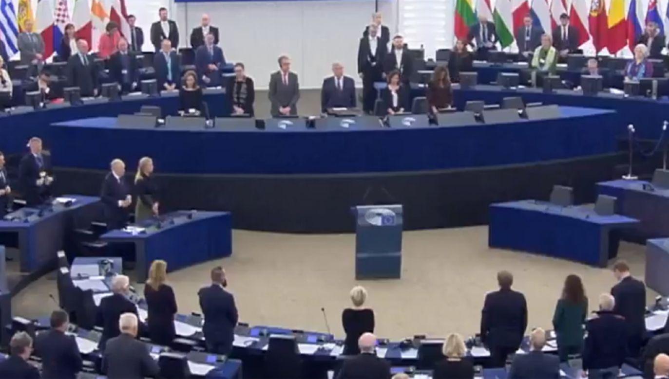 PE uczcił minutą ciszy pamięć prezydenta Gdańska Pawła Adamowicza (fot. Twitter/@Europarl_PL)