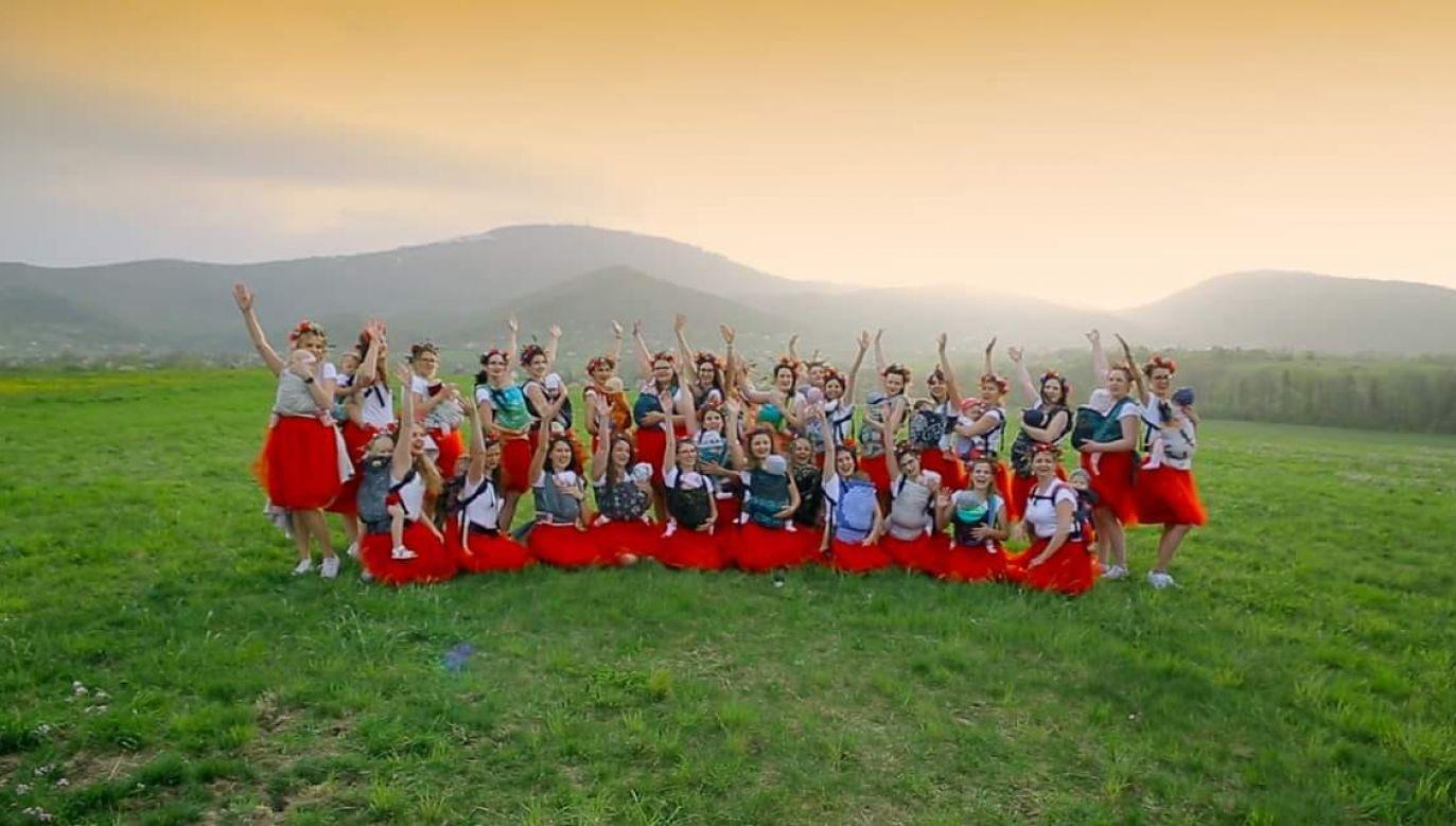 W konkursie w kategorii międzynarodowej wzięły udział 43 zespoły z całego świata, a wszystkich zespołów było łącznie 130 (fot. Facebook/Chustotańce w Bielsku-Białej)