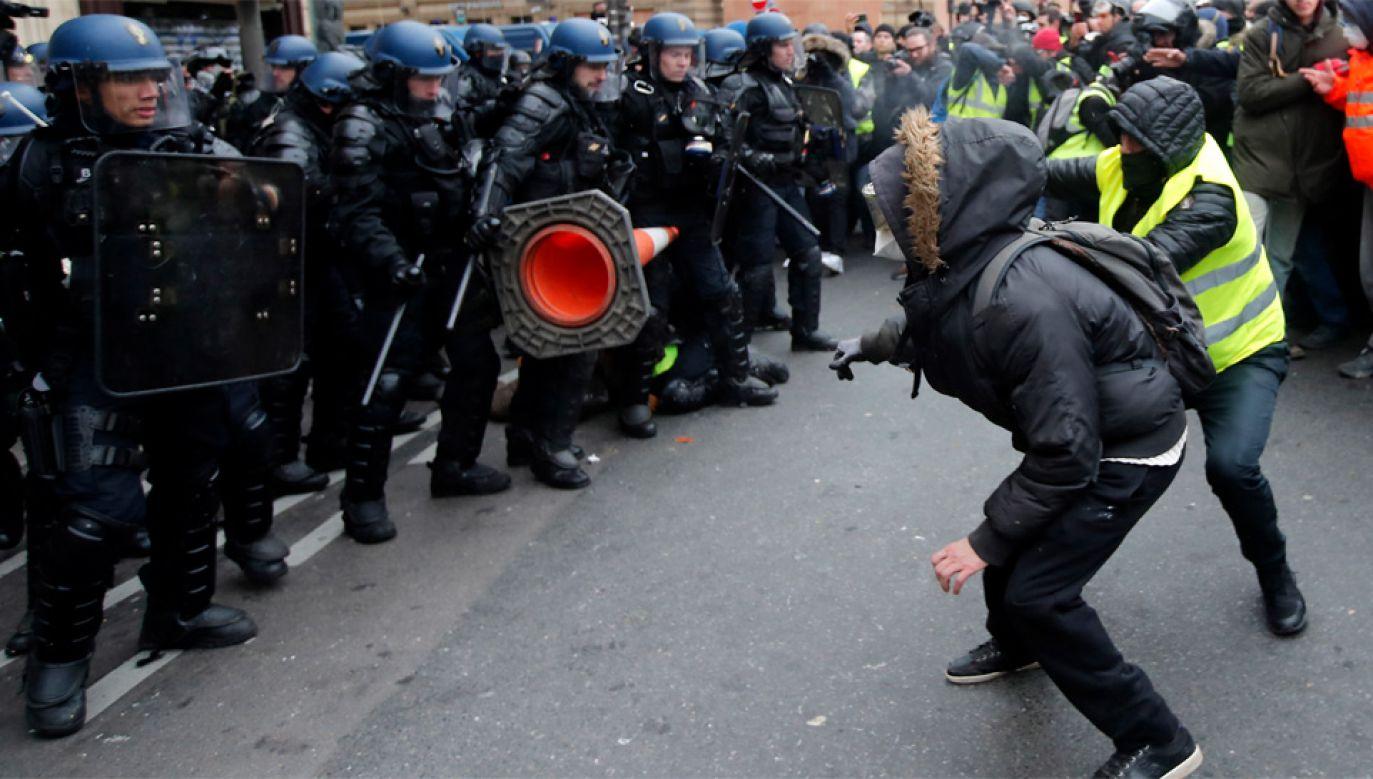 Protesty we Francji trwają od połowy listopada (fot. PAP/EPA/IAN LANGSDON)