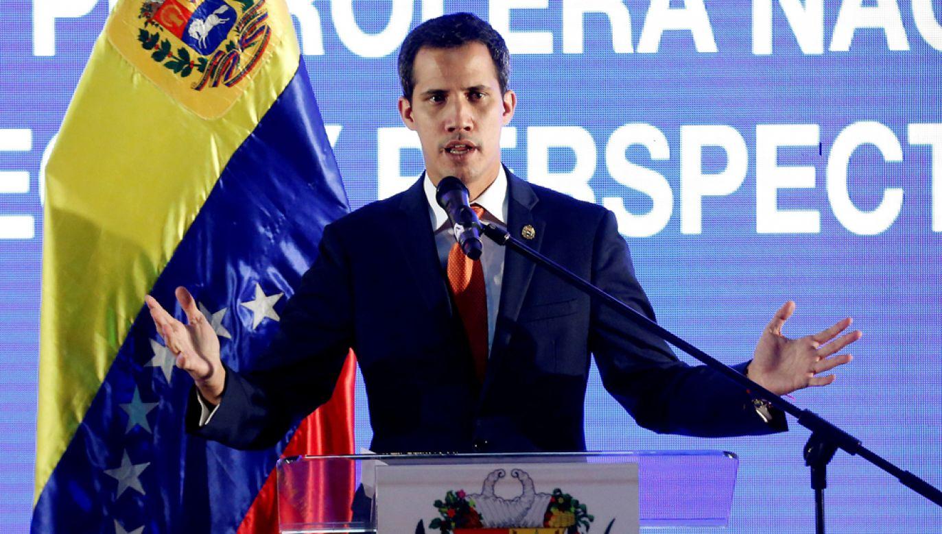 Z 28 krajów członkowskich Unii Europejskiej 24 uznały Juana Guaido jako tymczasowego prezydenta Wenezueli(fot. PAP/EPA/LEONARDO MUNOZ)