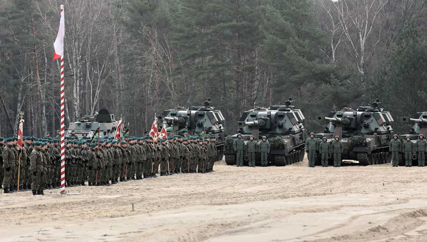 """Armatohaubica """"Krab"""" to obecnie najpotężniejsze działo, jakim dysponują polscy artylerzyści (fot.PAP/Lech Muszyński)"""