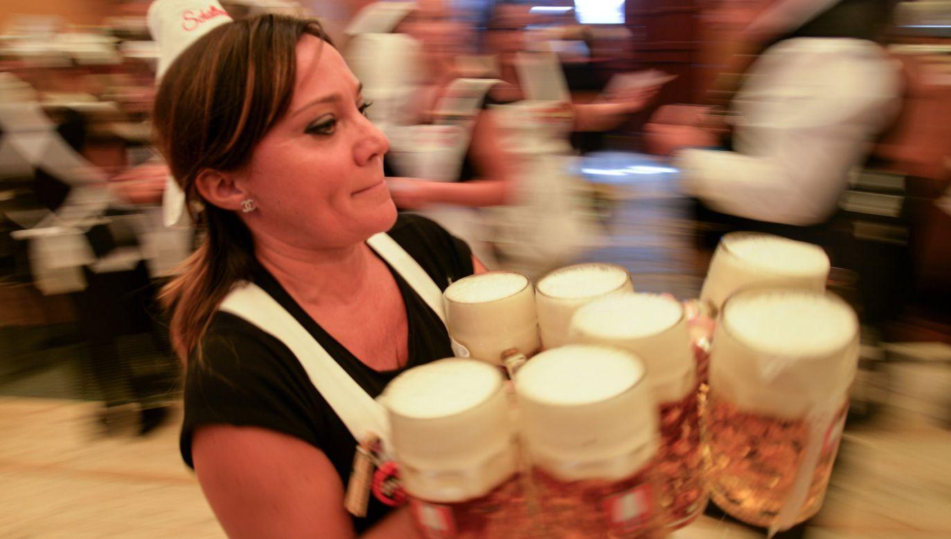 W Monachium rozpoczął się Oktoberfest (fot. PAP/EPA/PHILIPP GUELLAND)