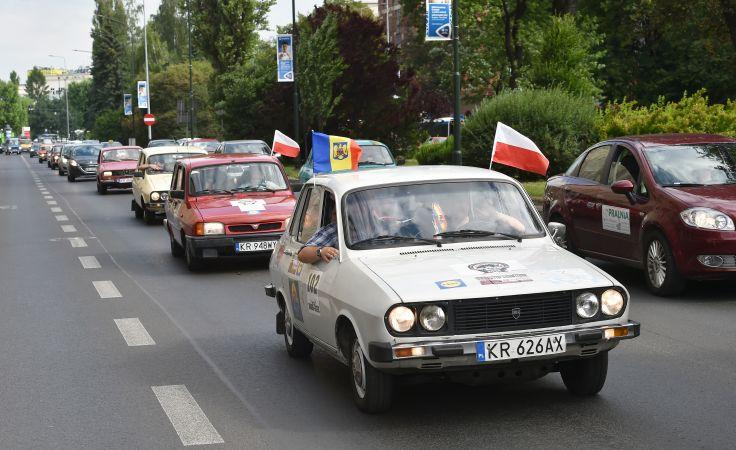 Zabytkowy turystyczny rajd samochodowy wyruszył z Krakowa, fot.PAP/Jacek Bednarczyk
