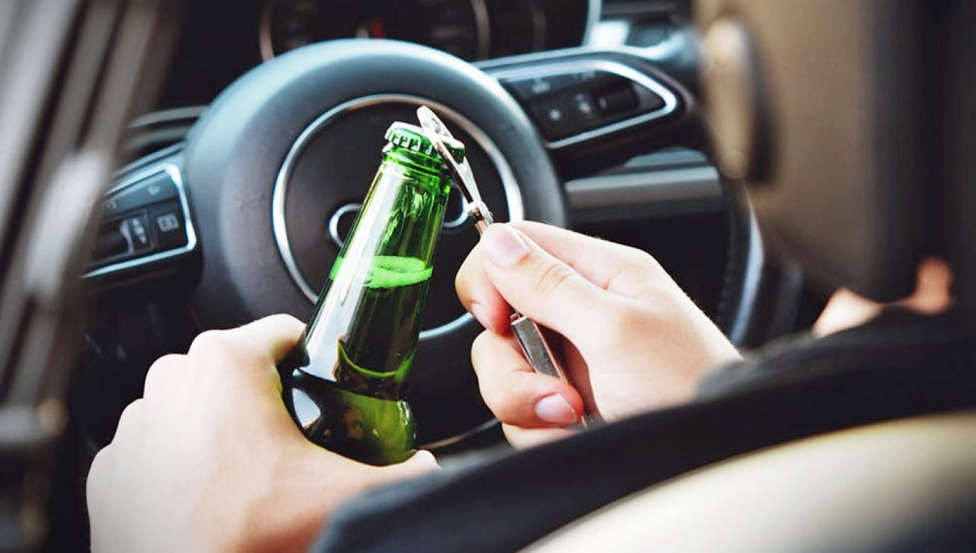 43-latek kierował autem pod wpływem alkoholu (fot. Pexels)