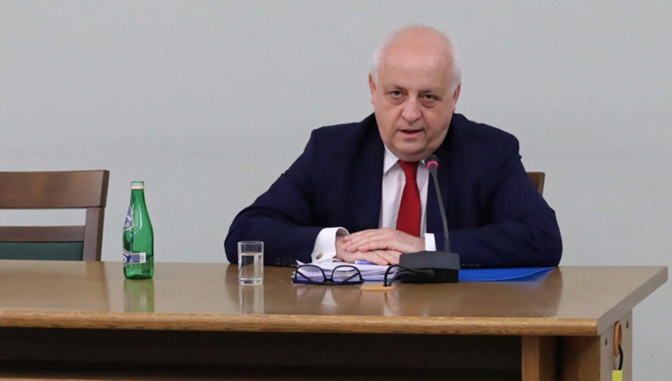 Dyrektor generalny Polskiej Organizacji Przemysłu i Handlu Naftowego Leszek Wieciech przed komisja śledczą (fot. PAP/Tomasz Gzell)