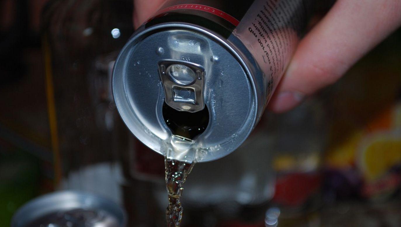 Napoje energetyczne zawierają znaczne ilości niebezpiecznej kofeiny i cukru (fot. Pixabay/Herbich)