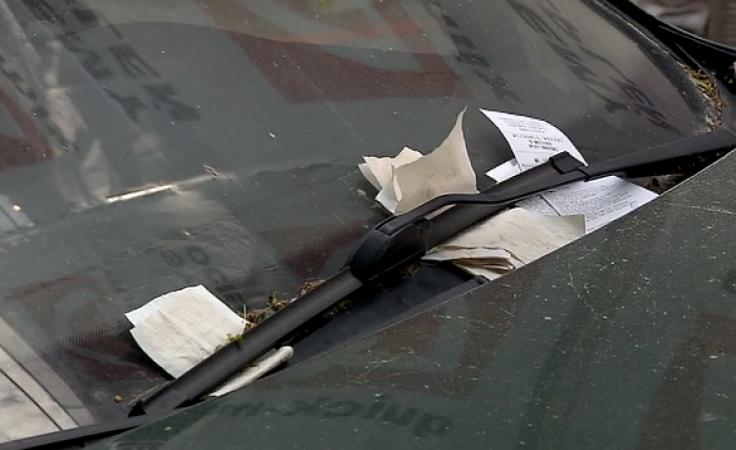 Listy zza wycieraczki. Nie zawsze parkujemy tam, gdzie pozwalają przepisy