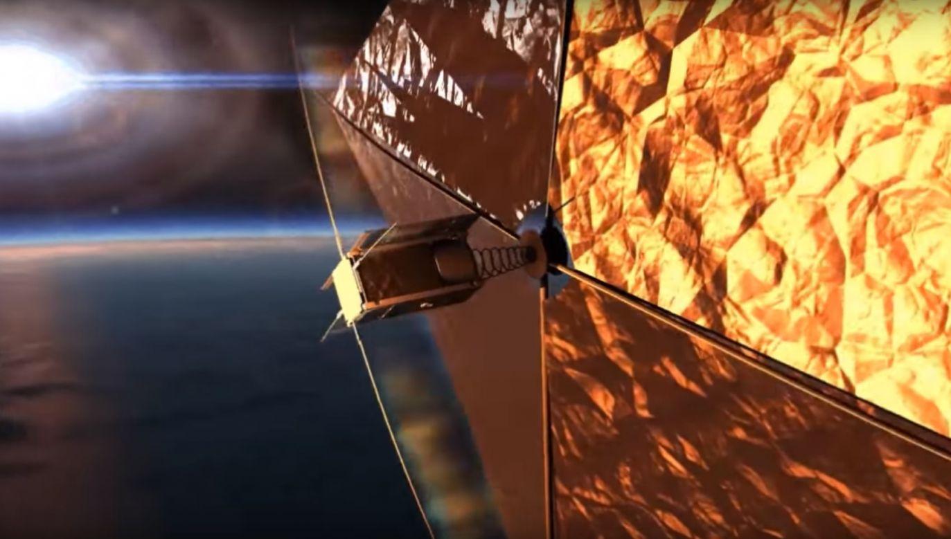 Cienki żagiel z folii mylarowej ma powierzchnię 4 m kw. Ma wyhamować satelitę, by ten spadł i spłonął w atmosferze (fot. YT/Studenckie Koło Astronautyczne PW)
