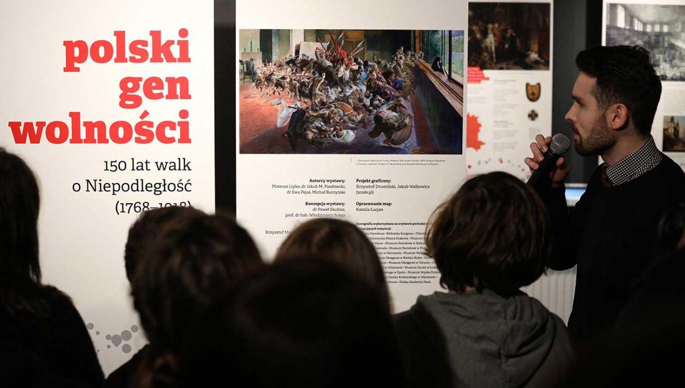 """Otwarcie wystawy """"Polski gen wolności. 150 lat walk o niepodległość (1768–1918)"""" w Klubie Garnizonu Warszawa (fot.  PAP/Tomasz Gzell)"""