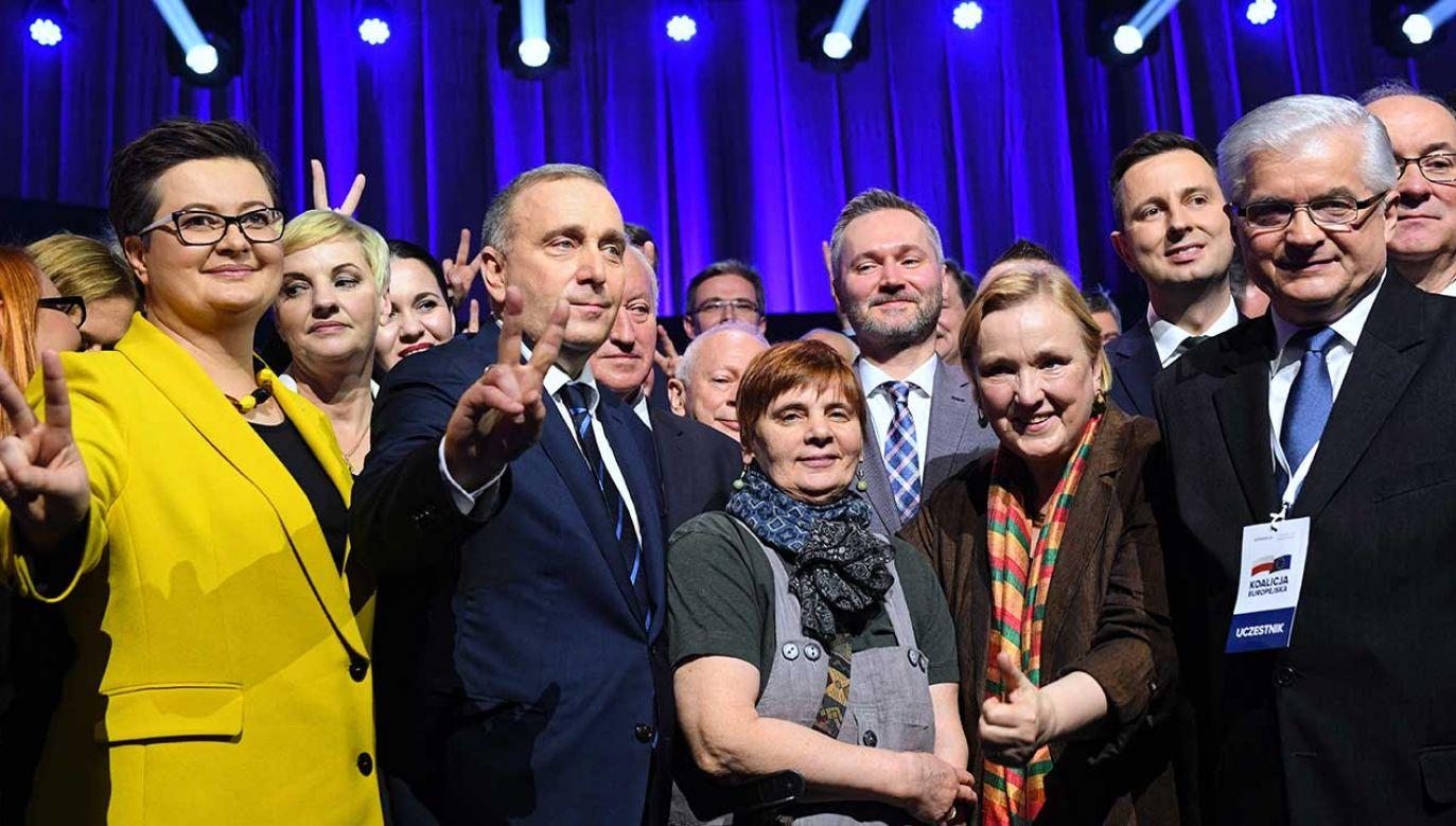 Zdaniem portalu przywódcy opozycji obawiają się dalszego spadku popularności strajku (fot. PAP/Radek Pietruszka)