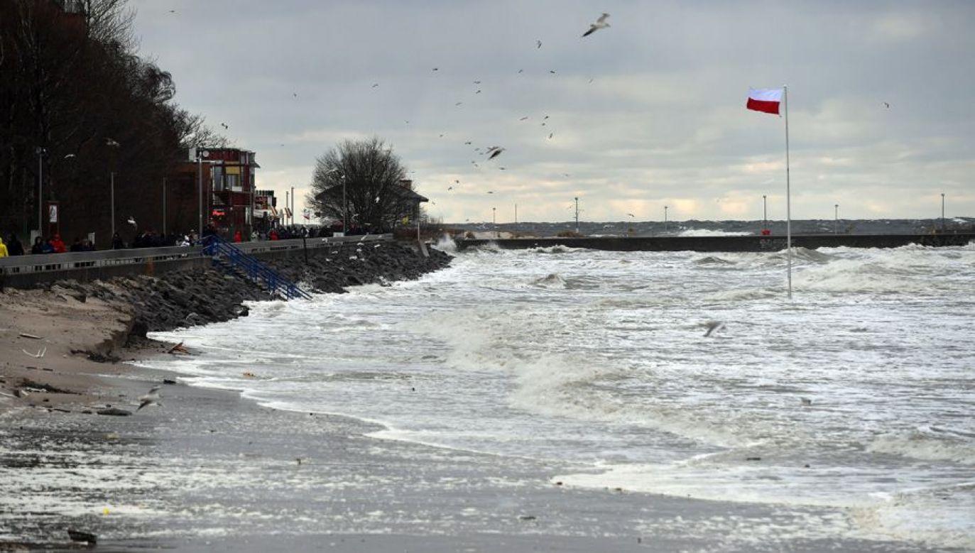 Alerty dotyczą północnych województw (fot. arch. PAP/Marcin Bielecki)