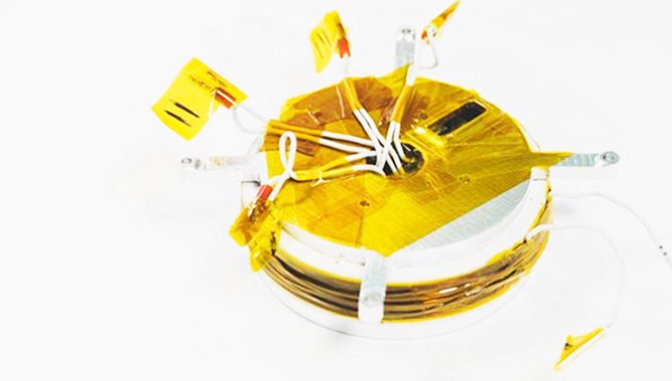 Studencki satelita ma za zadanie przetestować innowacyjne, autorskie rozwiązanie – ferrofluidowe koło zamachowe (fot. KRAKsat)