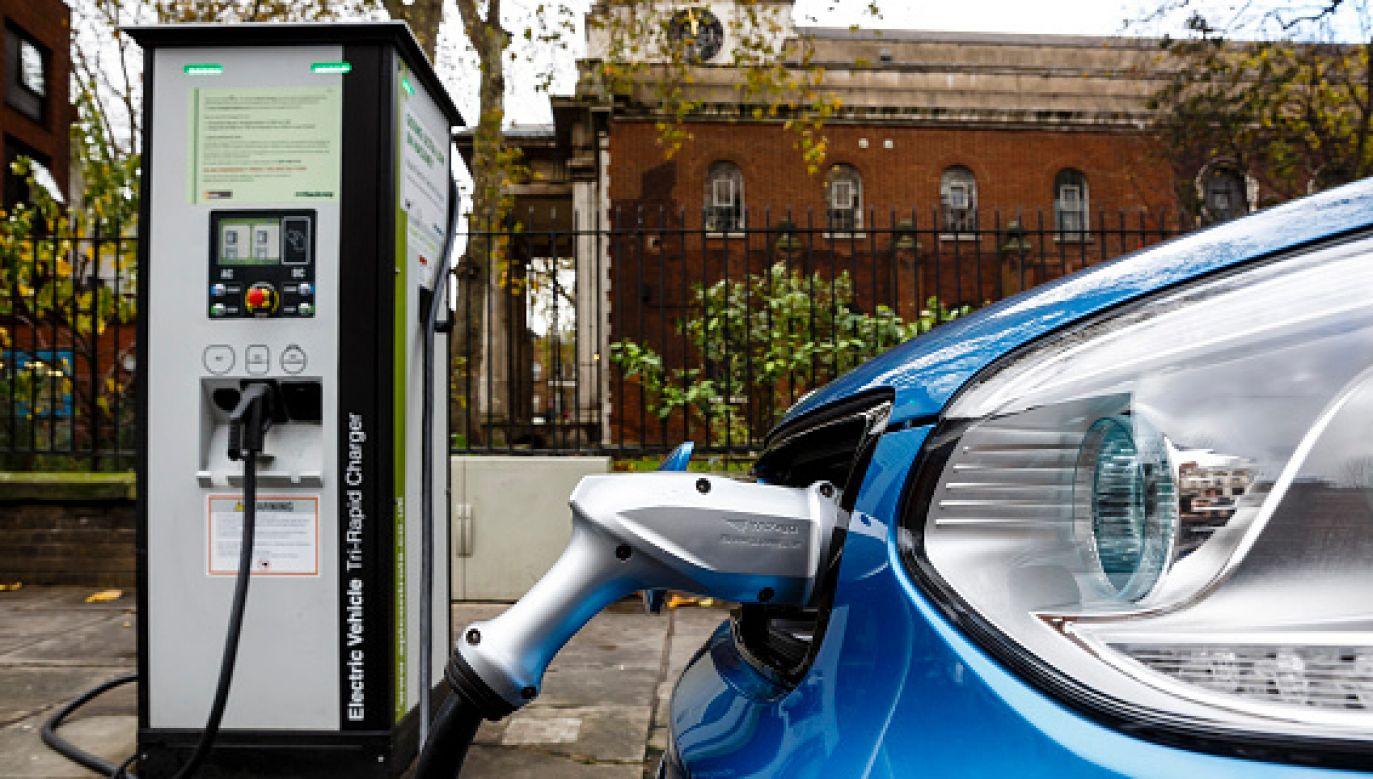 rząd szuka już lokalizacji dla nowej fabryki e-samochodów (fot. Miles Willis/Stringer/GettyImagers)