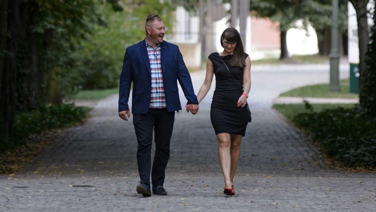 Łukasz postanowił zabrać Agatę na romantyczną randkę w warszawskich Łazienkach (fot. TVP)