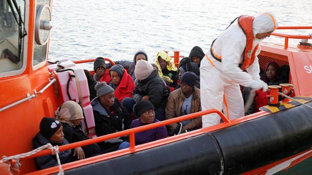 Mimo 80-procentowej redukcji fali migracyjnej w tym roku w porównaniu z 2017 rokiem na terenie Włoch nadal przebywa wielu migrantów (fot. PAP/EPA/F.G.GUERRERO)