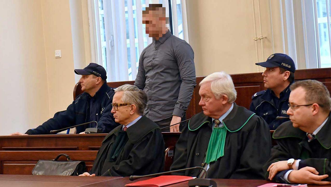 Oskarżony Paweł W. na sali rozpraw Sądu Okręgowego w Szczecinie (fot. PAP/Marcin Bielecki)