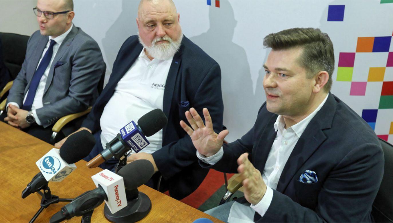 Zenon Martyniuk jest zadowolony z efektu (fot. PAP/Artur Reszko)