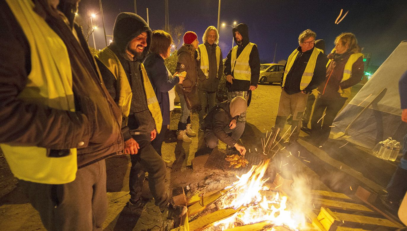 """Protesty """"żółtych kamizelek"""" planowane są 21 grudnia (fot. PAP/EPA/CAROLINE BLUMBERG)"""