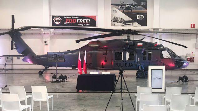 Uroczystość podpisania umowy  na zakup i dostarczenie trzeciego śmigłowca S-70i Black Hawk (fot. TT/Polska Policja)