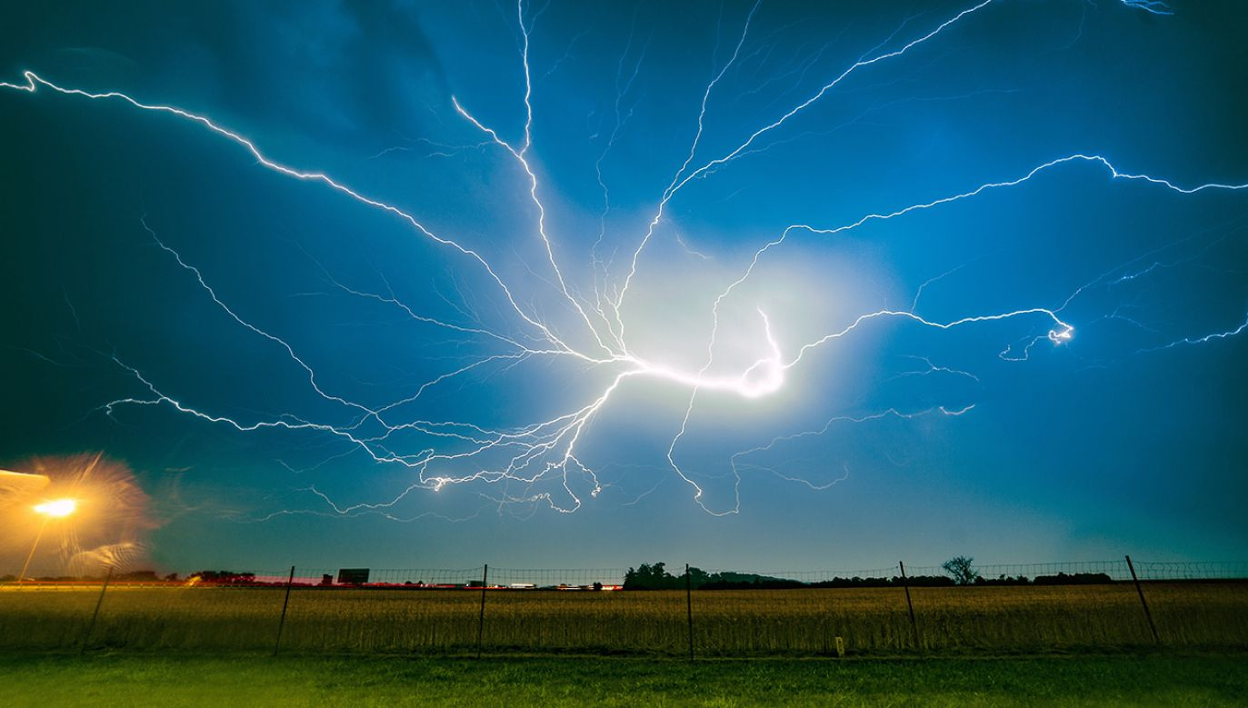 IMGW ostrzega o przelotnych burzach i lokalnych opadach gradu (fot. arch. PAP/Łukasz Ogrodowczyk)