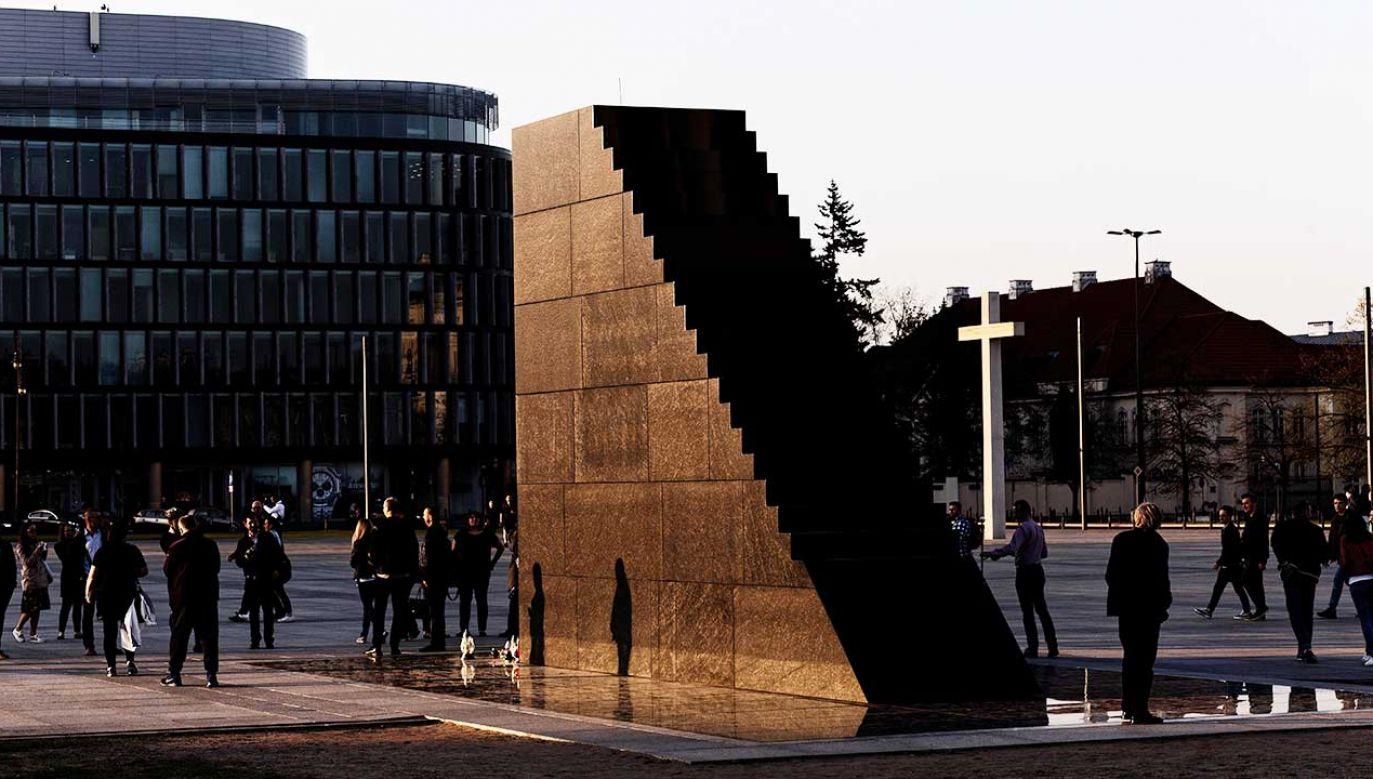 Rozbudowa pomnika miałaby zostać zrealizowana przed 10 kwietnia 2019 roku (fot. arch. PAP/Adam Guz)
