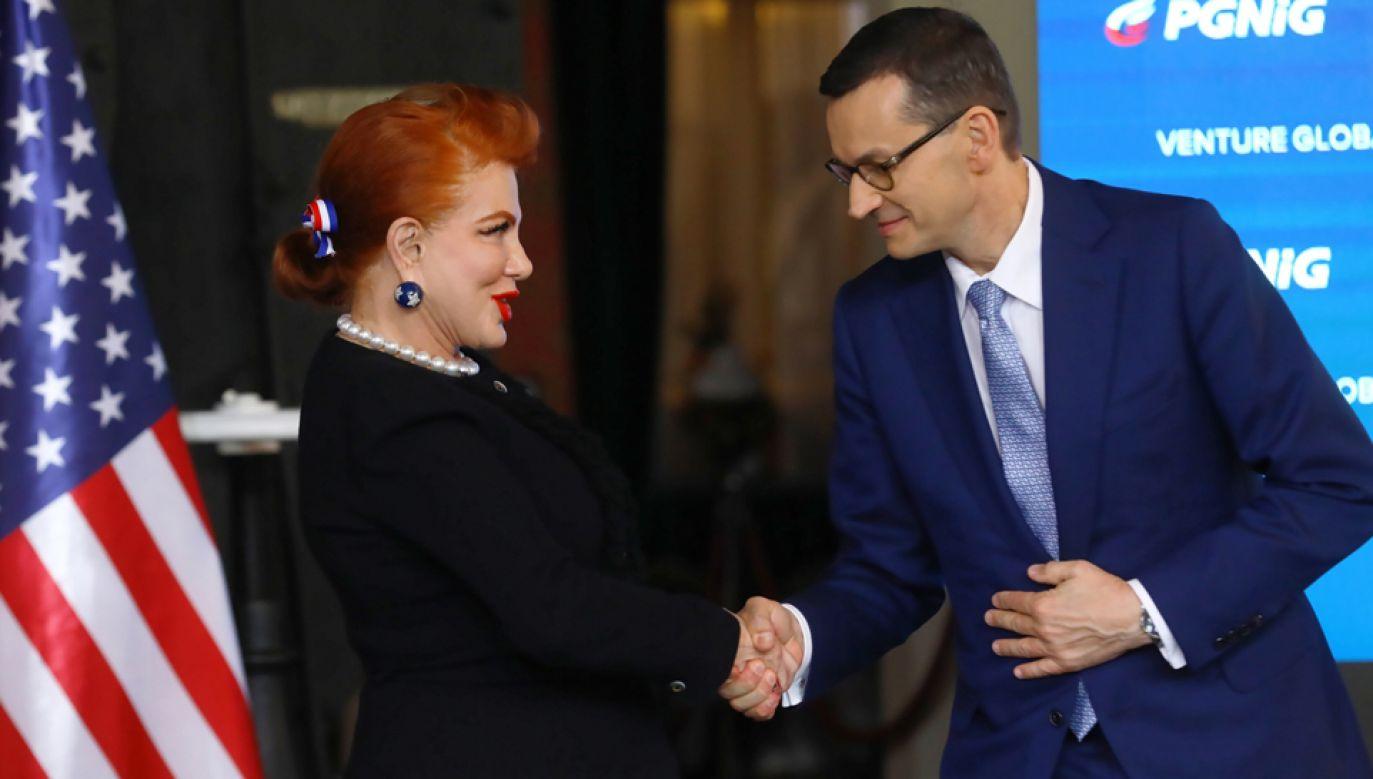 Ambasador USA w Polsce Georgette Mosbacher (L) oraz premier Mateusz Morawiecki (P) podczas konferencji prasowej PGNiG) (fot. PAP/Rafał Guz)