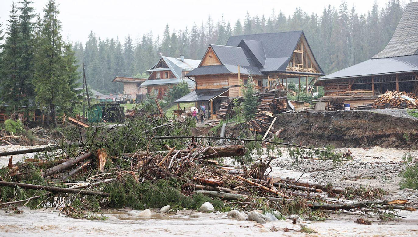 Podtopienia po intensywnych opadach deszczu w Małem Cichem (fot. PAP/Grzegorz Momot)