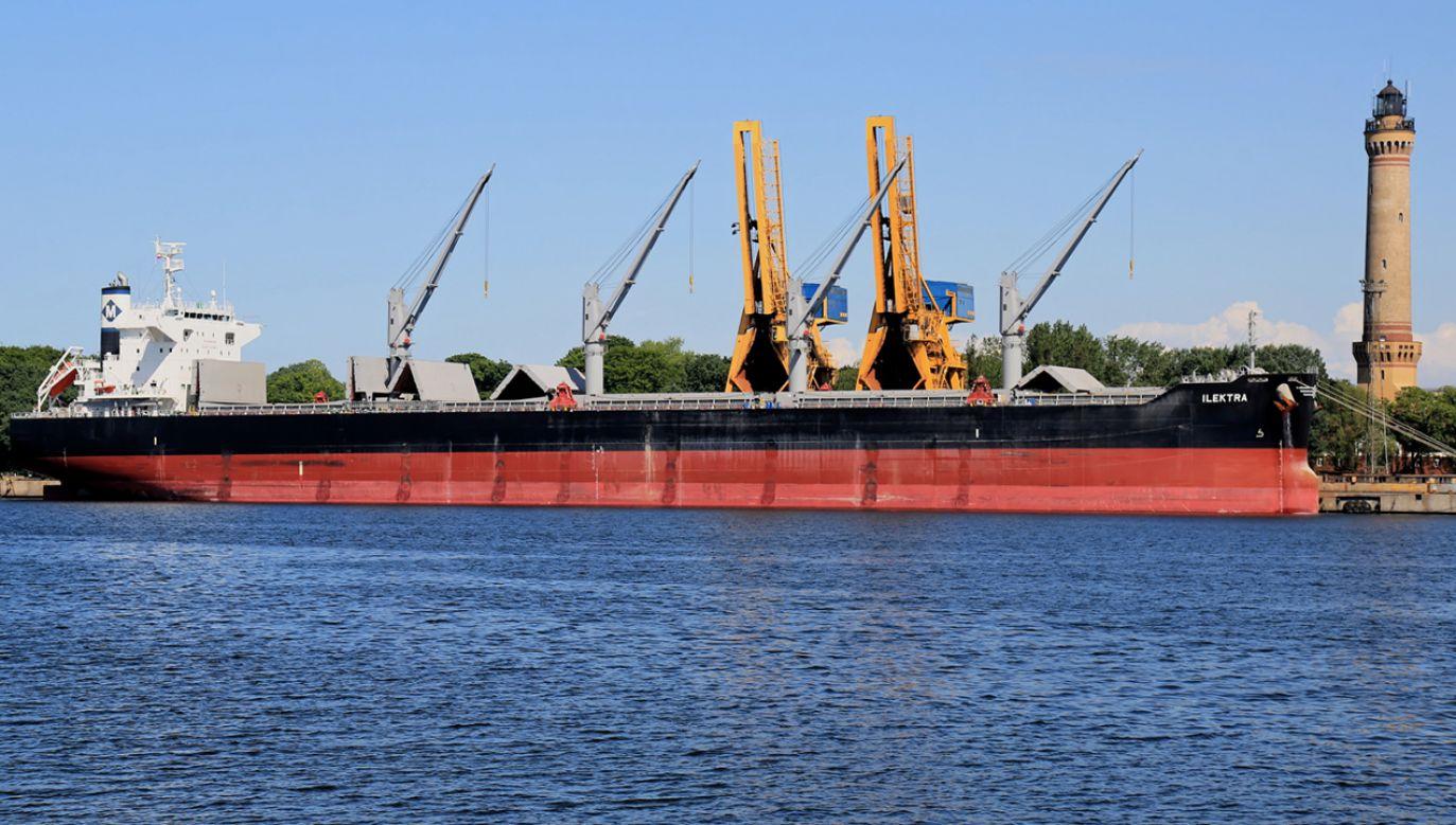 Statek z Liberii w porcie w Świnoujściu  (fot.  PAP/Marcin Bielecki)
