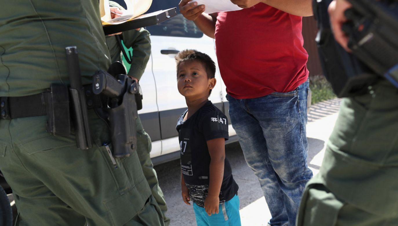 Rozdzielanie rodzin nielegalnych imigrantów wywołało oburzenie w USA (fot. John Moore/Getty Images)