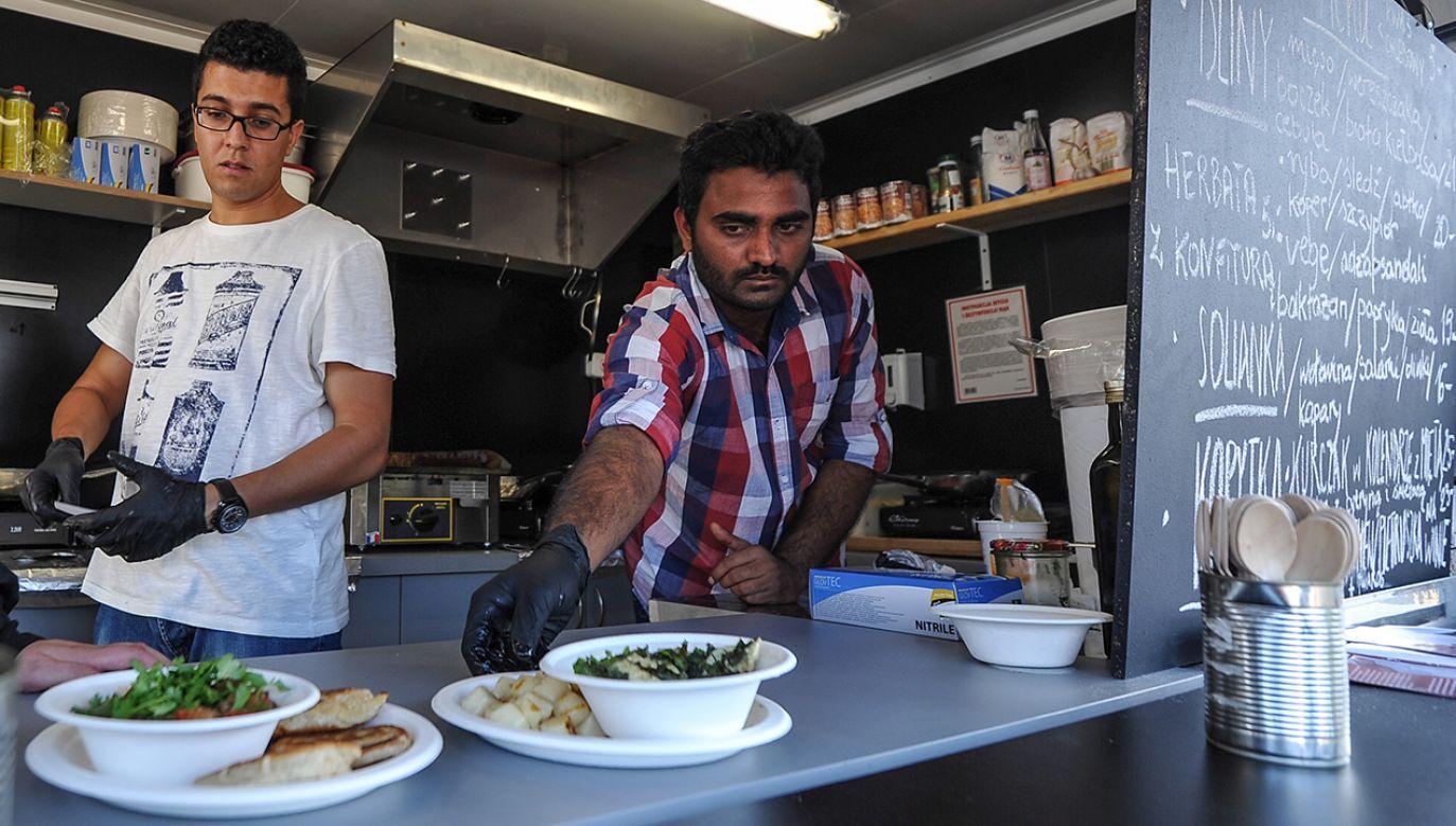 Coraz częściej w naszym kraju chcą zamieszkać Hindusi, Wietnamczycy i Chińczycy (fot. PAP/Marcin Obara)