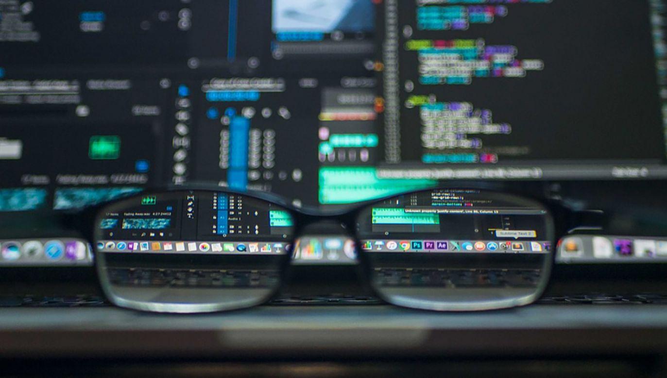 Wśród cyberzagrożeń są ataki hakerskie, włamania na serwery oraz wykradanie danych (fot. Pixabay/rgaymon)