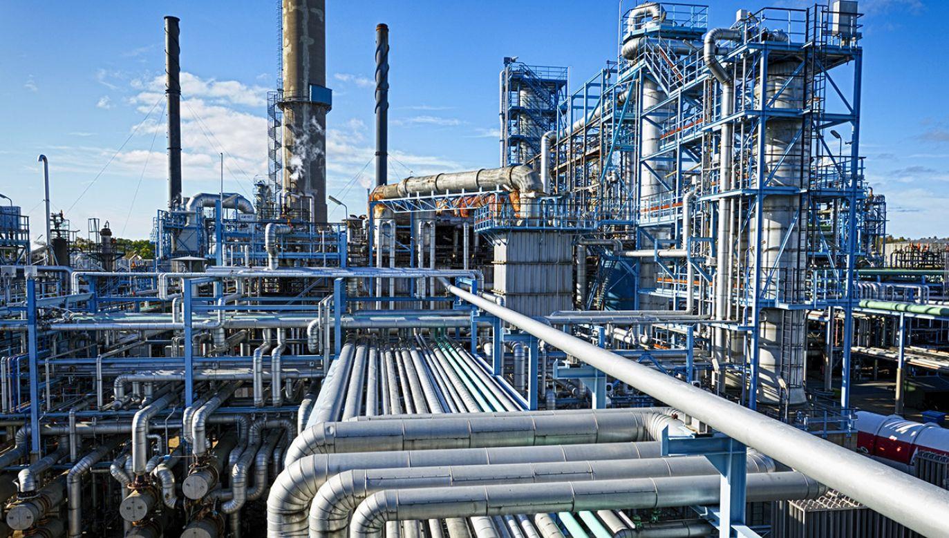 Polski PERN podał, że 9 czerwca możliwe jest wznowienie dostaw ropy naftowej poprzez pierwszą nitkę rurociągu Przyjaźń (fot. Shutterstock/Christian Lagerek)