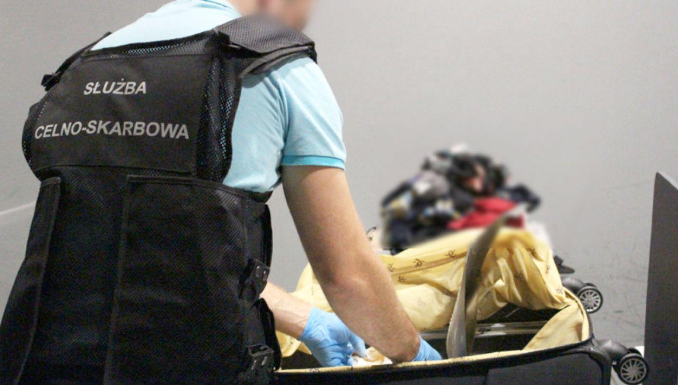Narkotyki przewoziła 26-letnia Kongijka (fot. Mazowiecki Urząd Celno-Skarbowy w Warszawie)