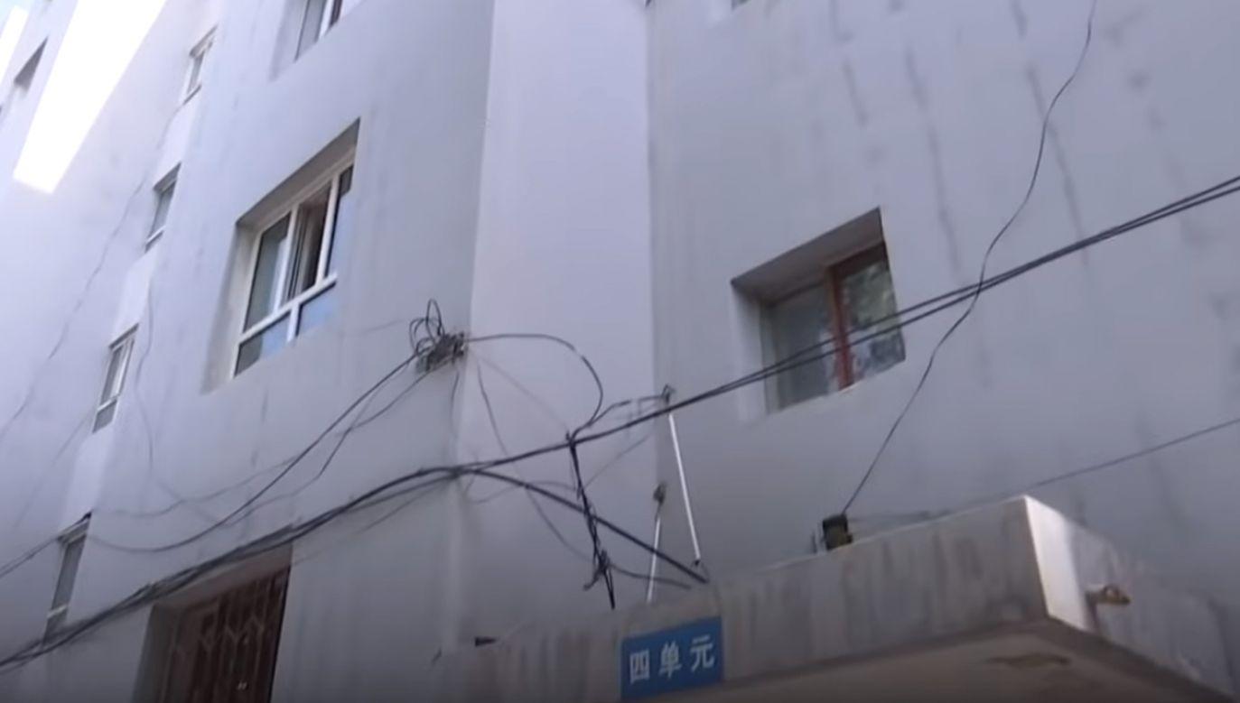 Bohater i uratowany dwulatek trafili do lokalnego szpitala (fot. youtube.com/CGTN)