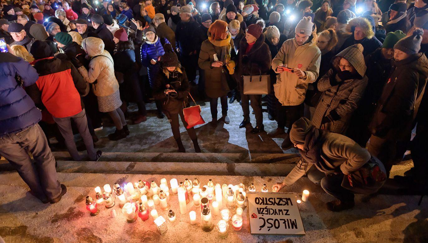Protest przeciwko przemocy zorganizowany  na Placu Wolności w Poznaniu, w związku z wydarzeniami w Gdańsku (fot. PAP/Jakub Kaczmarczyk)