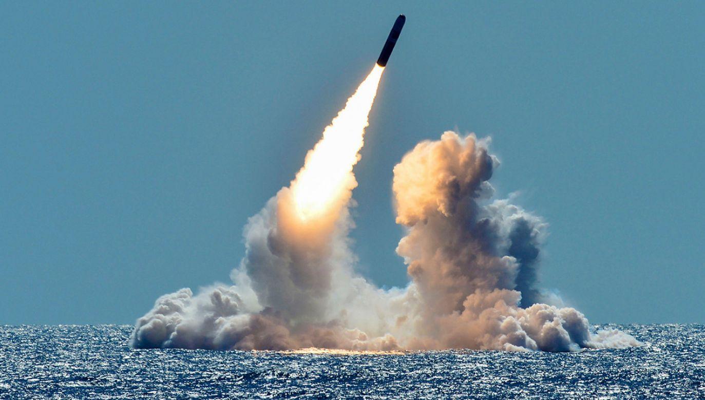 Rakieta R9X nie zawiera materiałów wybuchowych i nie eksploduje przy trafieniu w cel (fot.U.S. Navy/Mass Communication Specialist 1st Class Ronald Gutridge/Handout via REUTERS, zdjęcie ilustracyjne)
