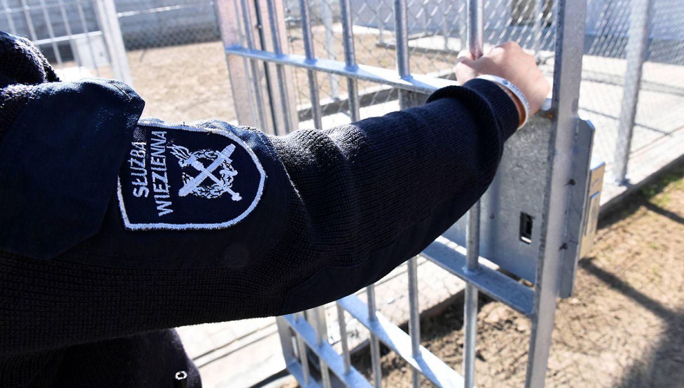 Wójt z zarzutami chwali się, że w jego gminie powstaje więzienie (fot. arch. PAP/Marcin Bielecki)
