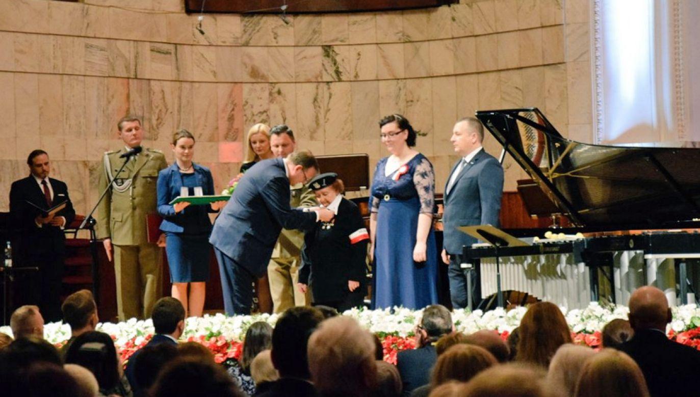 Podczas uroczystości Medalem Pro Patria uhonorowano uczestniczkę Powstania Warszawskiego, sanitariuszkę Zofię Gordon ps. Iskra (fot. TT/UdSKiOR)
