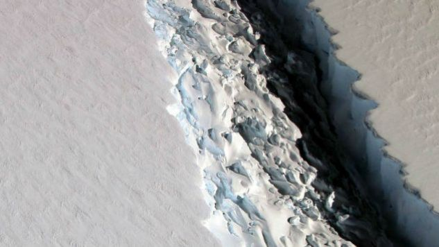 Prądy i wiatry mogą zepchnąć górę na północ Antarktyki (fot. NASA)