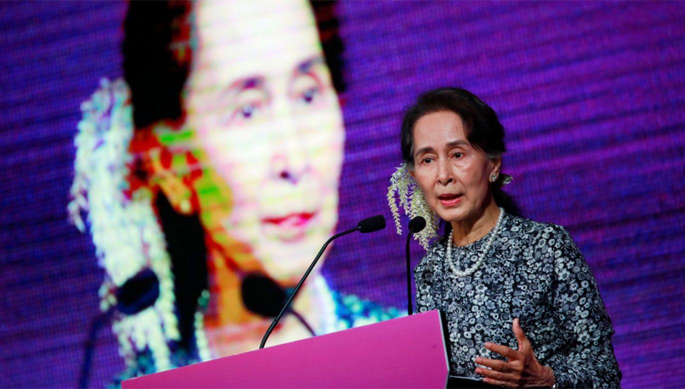 Aung San Suu Kyi została też uhonorowana Pokojową Nagrodą Nobla (fot. PAP/EPA/HOW HWEE YOUNG)
