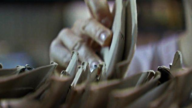 Ocenia się, że zniszczono setki tysięcy stron dokumentów (fot. TVP info)