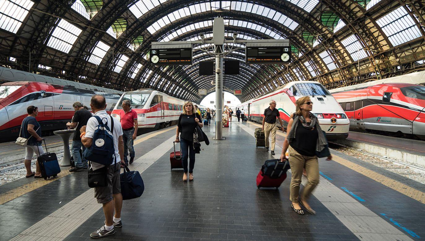 Mężczyźni odpowiedzą za przerwanie ruchu pociągu i odmowę podania tożsamości (fot. Shutterstock/August_0802)