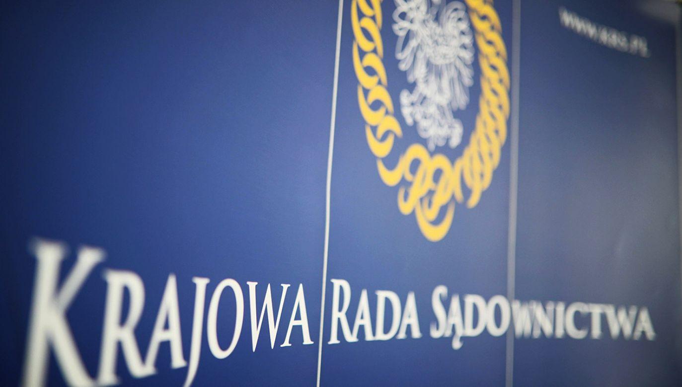 Przeciw wystąpieniu głosowało 9 członków Rady (fot. PAP/Leszek Szymański)