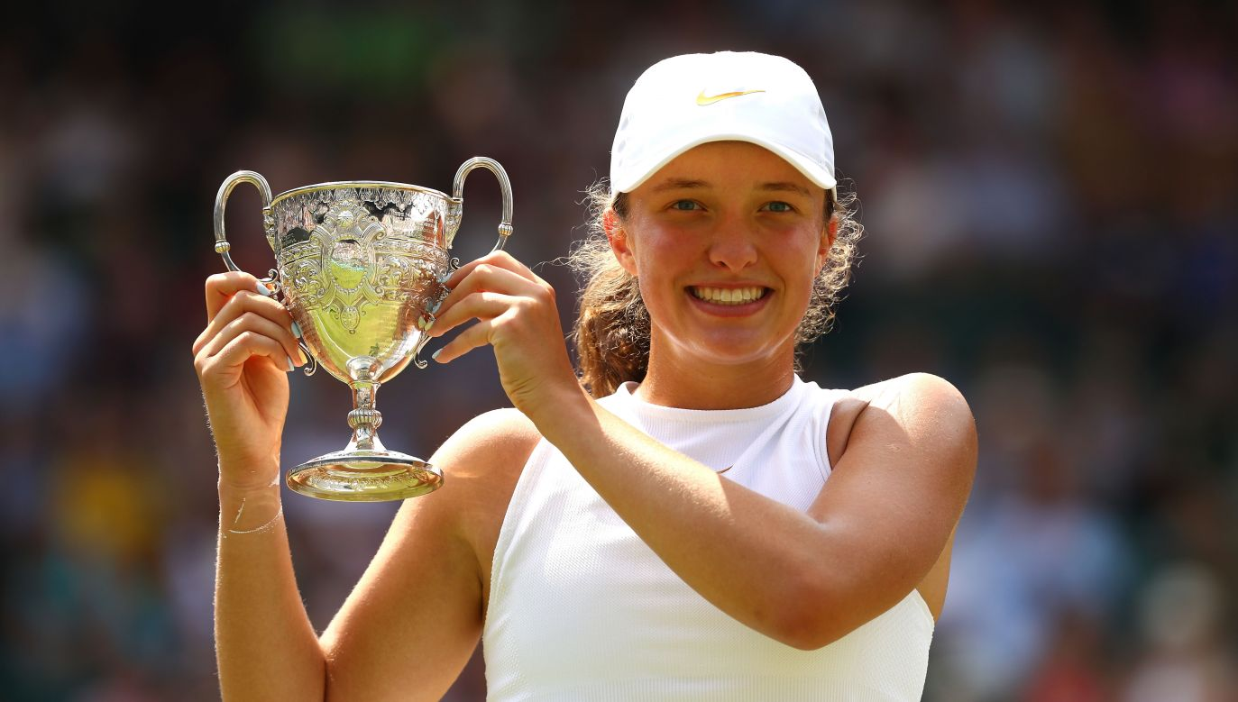 Iga Świątek celebrates with the trophy after the Girls' Singles Wimbledon Championships final on July 14, 2018 in London, England. Photo: Getty Images/Matthew Stockman