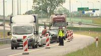 Policjanci kontrolują wszystkie samochody na wjazdach do Ostródy