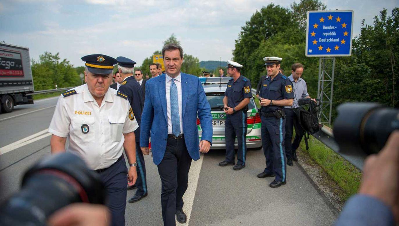 Premier Bawarii Markus Soeder i funkcjonariusze nowo powołanych służb (fot. tt/ntv)