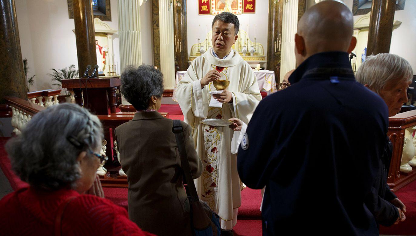 Zdaniem niektórych księży z Mindongu, podjęte decyzje doprowadzą do zagłady Kościoła podziemnego po 40 latach jego istnienia (fot. REUTERS/Thomas Peter, zdjęcie ilustracyjne)