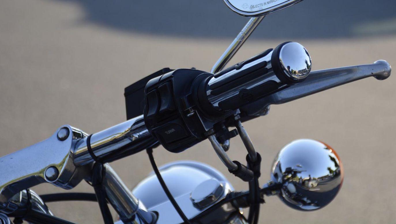 Motocyklista potrącił mężczyznę na oznakowanym przejściu dla pieszych bez sygnalizacji (fot. pixabay/simplyrelevantmedia; zdjęcie ilustracyjne)