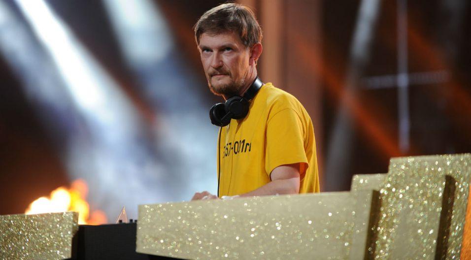 Koncert zakończył się występem Maćka Sienkiewicza – DJ-a, producenta, wydawcy, założyciela wytwórni Father And Son Records And Tapes (fot. N. Młudzik/TVP)